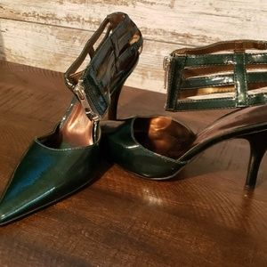 Hunter Green Carlos Santana Heel in Size 8